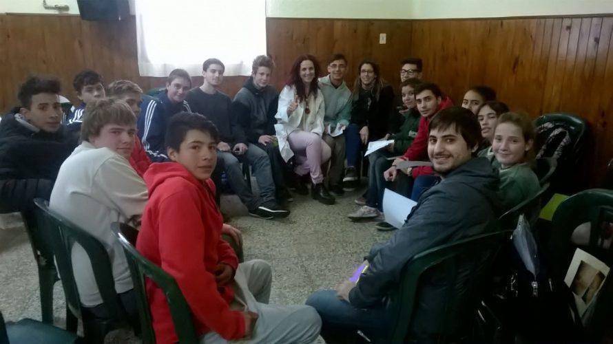 PROYECTOS DE EXTENSIÓN: Profesionales y Estudiantes de la Fac. Cs. Médicas UNR, trabajaron con nuestros estudiantes