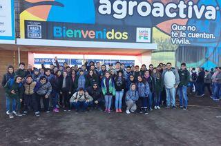 ESTUDIANTES DEL CICLO SUPERIOR EN LA AGROACTIVA