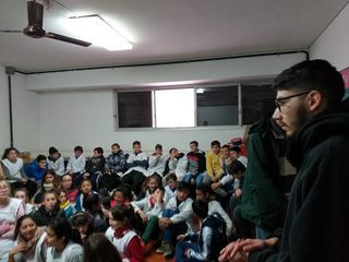 ESTUDIANTES Y DOCENTES DE LA AGRO DIFUNDEN PROYECTOS Y ACTIVIDADES INSTITUCIONALES EN ESCUELAS PRIMARIAS DE LA CIUDAD