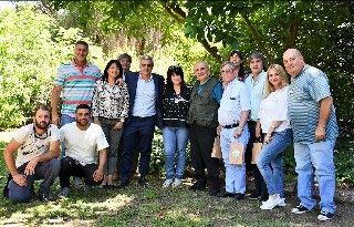 VISITA DEL RECTOR DE LA UNR Y DE LA COMISIÓN DIRECTIVA  DE APUR A LA ESCUELA AGROTÉCNICA